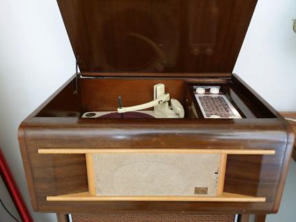Beautiful HMV turntable/radio collectible