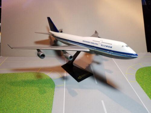 FLIGHT MINATURE MANDARIN AIRLINES 747-400 1:250 SCALE PLASTIC SNAPFIT MODEL