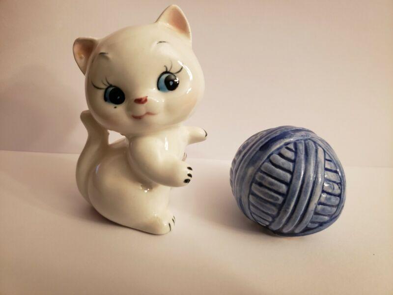Kitten Cat and Blue Yarn Ball Salt and Pepper Shakers Enesco Japan