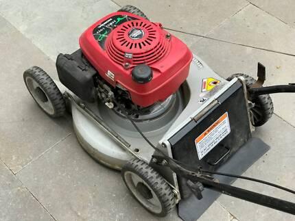 Honda HRU 19D Buck Lawn Mower