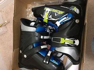 Ski boots 24.5 99% new (Used only one time)