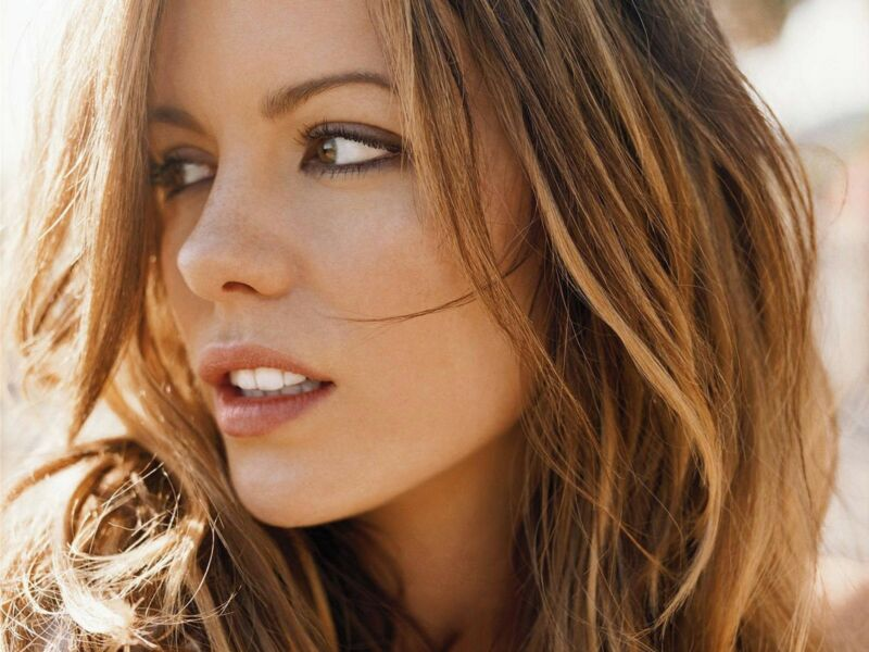 Kate Beckinsale Looking To The Side With The Open Mouth 8x10 Photo Print