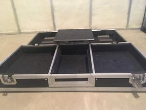 Turntable DJ coffin case with gliding laptop platform