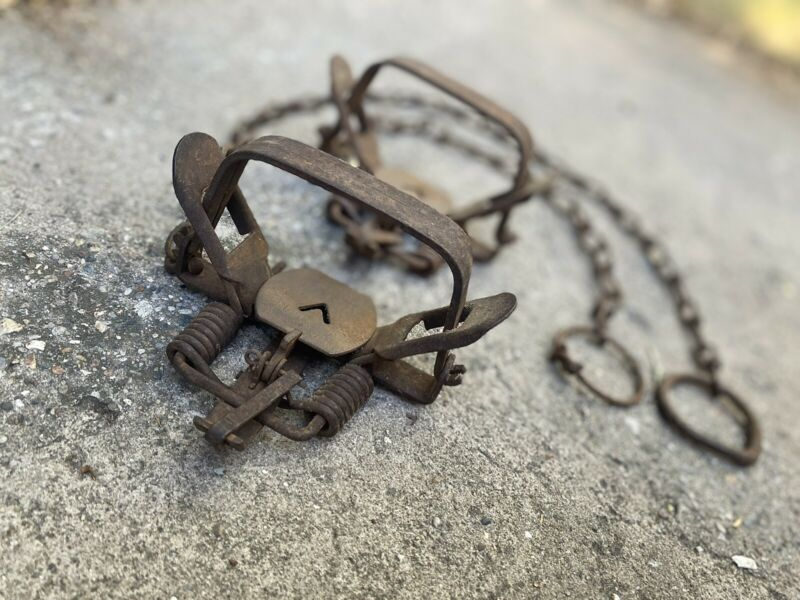 Vintage 1940s 50s Lot of (2) Victor Coil Spring No 2 Traps Rustic