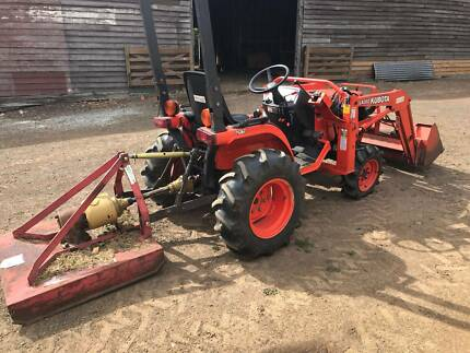 Kubota B7500 4WD tractor with ROPS in good working order