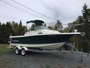 Immaculate 2004 Trophy Pro 2052 WA