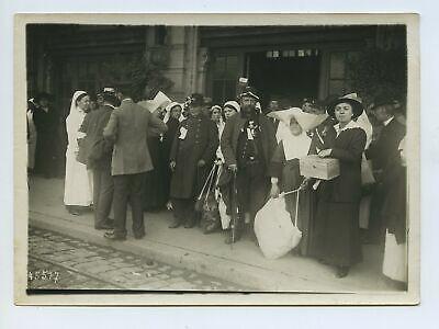 Soldiers Nuns Nurses - Belgium ? France ? WW1 Press Photo