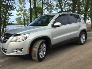 2010 VW TIGUAN 4WD LOADED! WELL MAINTAINED SAFETIED AND ETESTED
