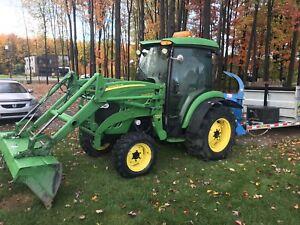 Tracteur compact John Deere 4720 4x4  diesel loader