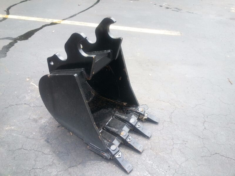 "New 18"" Heavy Duty Excavator Bucket For A Kubota Kx033"
