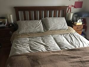 Queen Size Bed Aspendale Gardens Kingston Area Preview