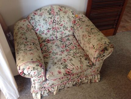 2 single lounges and 1 sofa bed floral design Beverly Hills Hurstville Area Preview