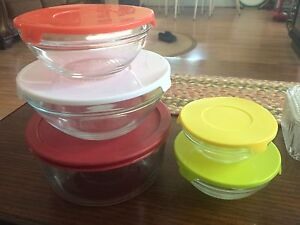A variety of Pyrex and glass food containers