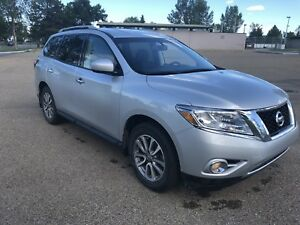 2016 Nissan Pathfinder SV Heated seats Remote Start