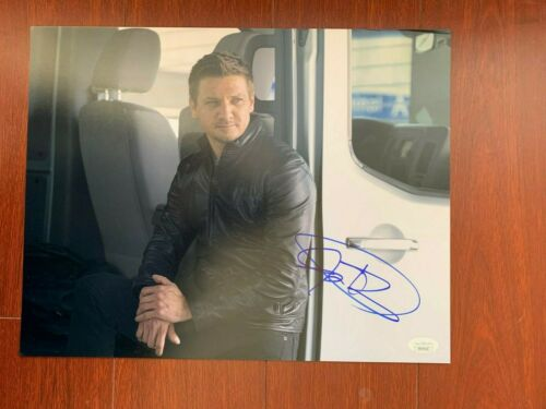 Captain America Avengers Jeremy Renner Autographed Signed 11x14 Photo JSA COA