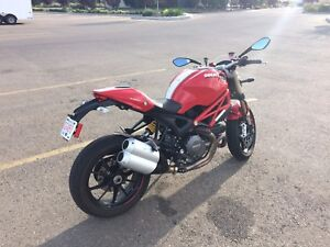 2012 Ducati monster 1100 evo. Mint condition 11000 km $12500