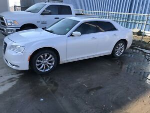 2016 Chrysler 300  AWD - only 41000 KM