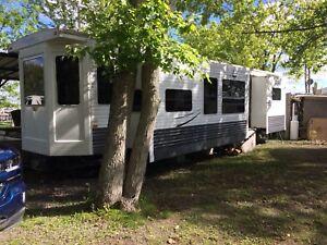 Park model camping trailer