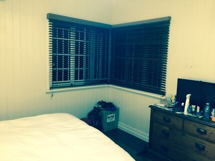 HOLLAND PARK Fully Furnished Room with Queen size bed available Holland Park Brisbane South West Preview