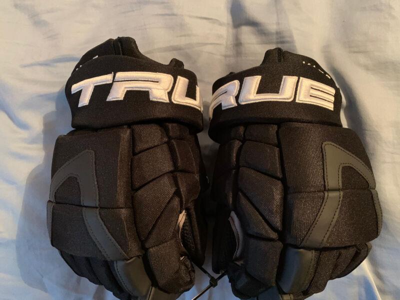 "True XC9 Pro Stock/Return Hockey Gloves 14"" - Kase Ducks/Bruins"