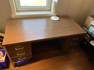 SOLID metal desk with Laminate top