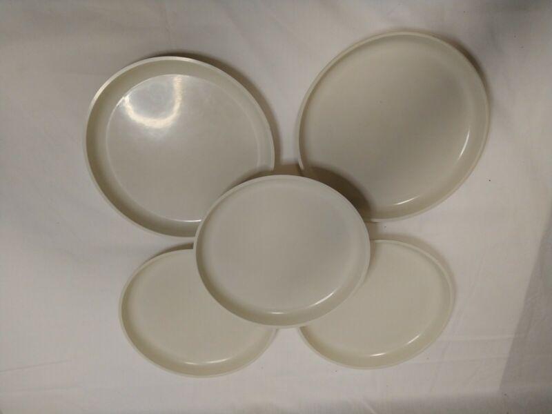 """5 Vintage Le Menu Plates High Heat Microwave Reusable Almond 7 3/4"""""""