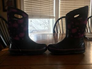 Perfect condition size 5 girls Bogs paid $130 selling for $60