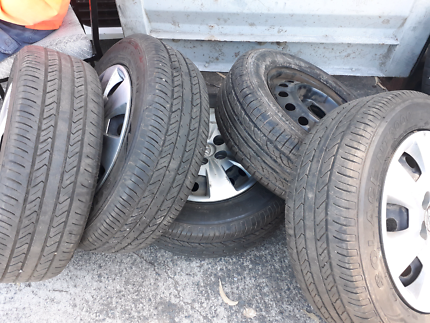 One set of five Hyundai i30 tyres with rims