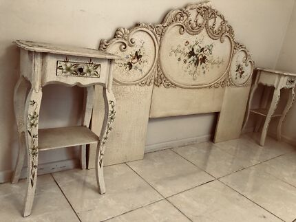 5 PICES ANTIQUE BEDROOM SUITE GREAT CONDITION