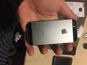 Apple iphone 5s 16 gig rogers/fido  Belleville Belleville Area image 2