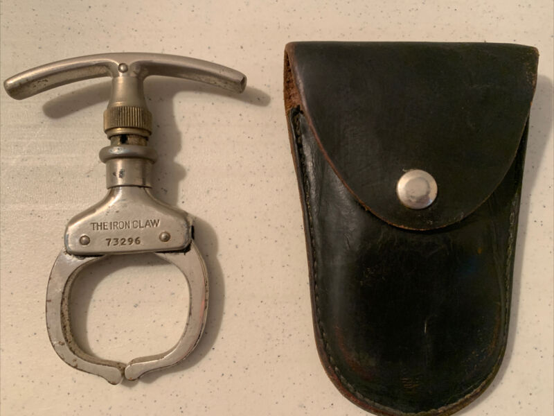 Vintage The Iron Claw come along Wrist Restraint Argus Mfg. Chicago