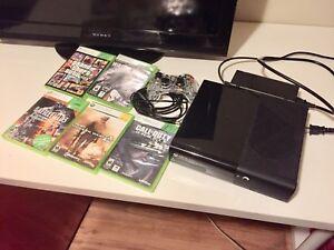 Xbox 360 avec une manette et 5 jeux