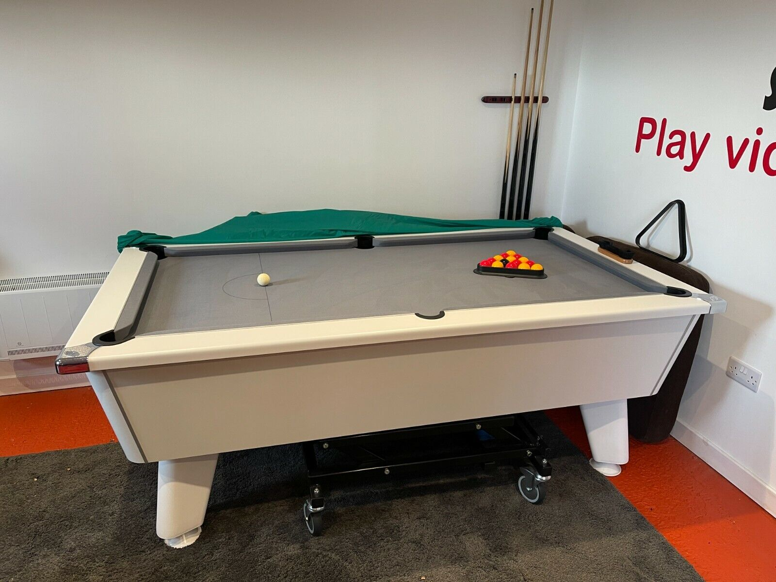 7ft DPT slate bed Pool table immaculate with hydraulic moving trolley cost 1300