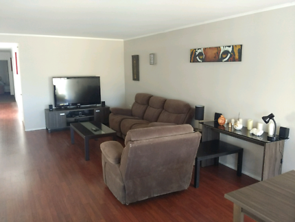 Waterfront fully furnished house in Broadbeach