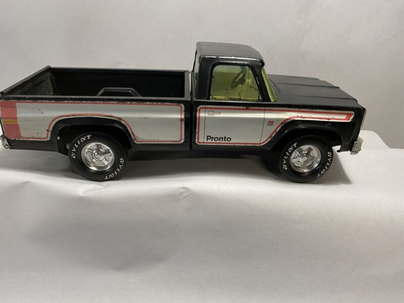 Vintage Chevy pronto metal pick up truck