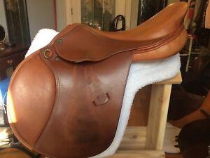 Henri De Rivel close contact saddle