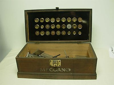 ANTIQUE MECCANO TOY ERECTOR SET w ORIGINAL WOOD CASE BOX LOTS OF PIECES INSIDE!