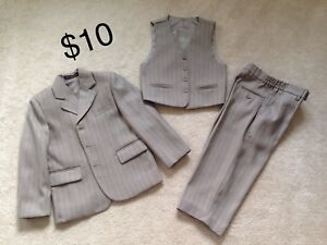 Boys 3 Piece Formal Suit  Approx Age 4-5
