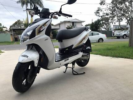 Sym Jet 4R Naked 50cc Scooter *great condition* + 2 Bell helmets