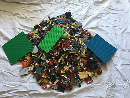 Approx 10KG of Mixed Lego With Baseplates