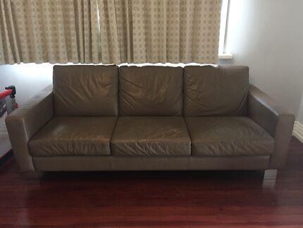 Moran 'Norton' leather lounge, low profile, modern (used)