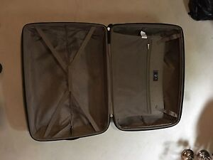 Luggage / Suitcase - Heys brand. Mint condition!!