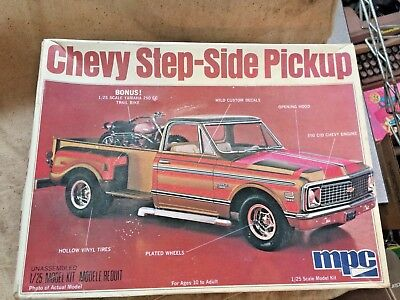 CHEVY STEP-SIDE PICKUP W/ YAMAHA MOTORCYCLE ~ MPC #1-0411 ~1/25 Scale
