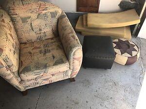 Sofa chaise le pouff et le cousin a donner