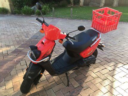 Yamaha BeeWee (YW100) 100cc scooter