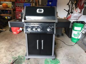 Napoleon Rogue SE (Natural Gas BBQ)