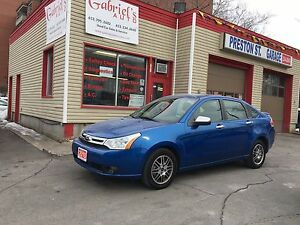 2010 Ford Focus SE Sedan VERY LOW KMS