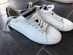 White casual shoes size 6,5