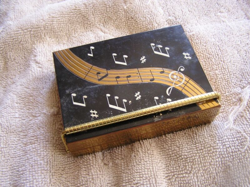 Vintage Volupte Compact with Music Box