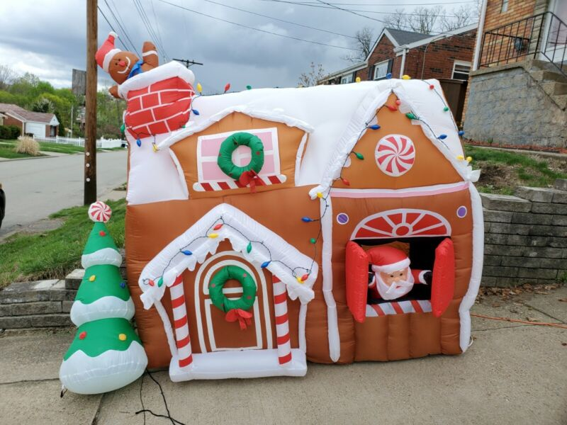 Gemmy Christmas Airblown Inflatable Animated Gingerbread House Santa Blow Up